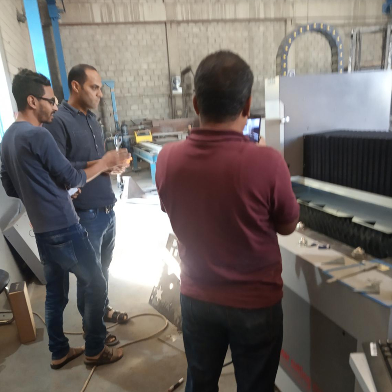 news-Lxshow-After sale service technician Tom go Kuwait for fiber laser cutting machine training-img