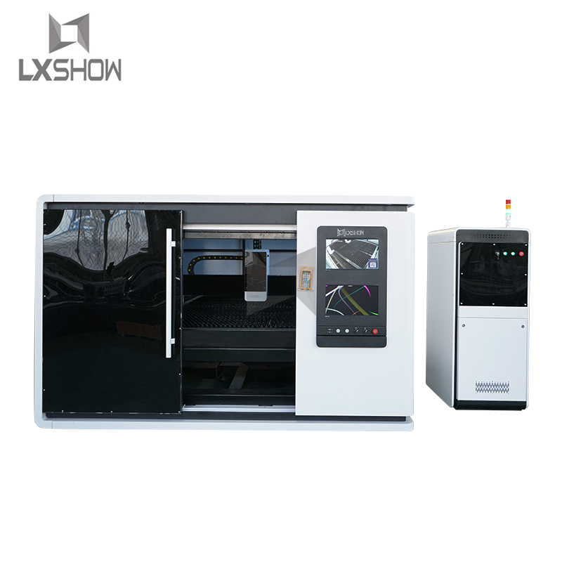 product-Protective cover enclosed metal sheet fiber laser cutting machine LXFC1530 1000W 1500W 2200-1